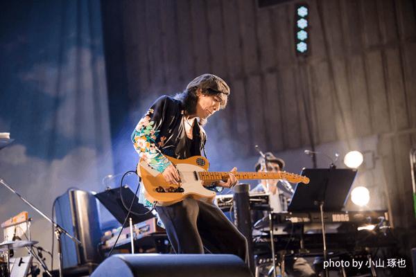 10月9日、東京・日比谷野外大音楽堂で行われた仲井戸麗市率いるCHABO BANDのライブを見た