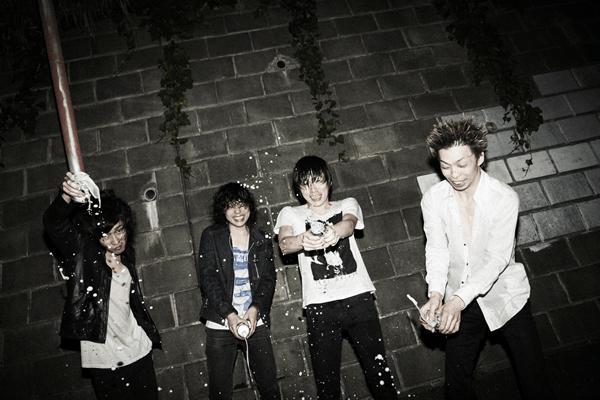 初の7インチレコードをリリースするhotspringのイノクチタカヒロに動画インタビュー。発売は12/13下北沢ワンマンから!