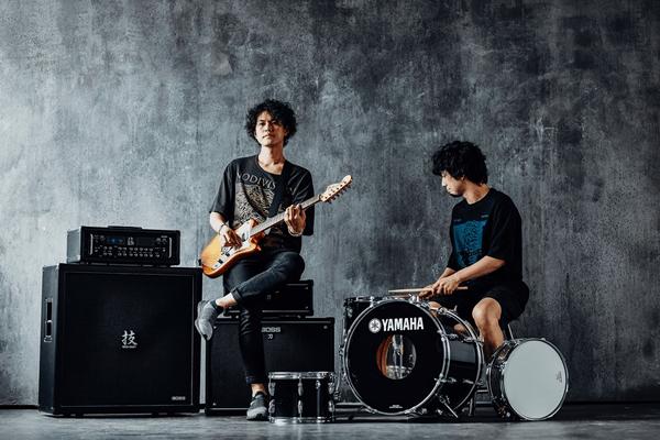 菅原卓郎(vo&gt)と滝 善充(dr&cho)とのバンド「キツネツキ」から動画コメントが到着!