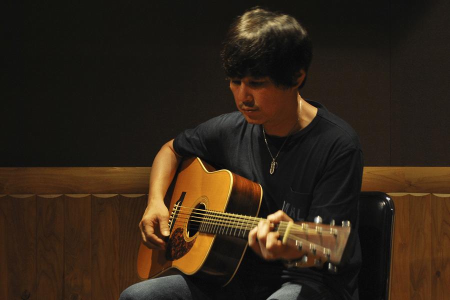 浅田信一がONE SONGに登場 『DREAMS』から「セピア」を披露